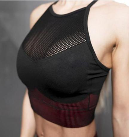Kratek komplet za vadbo elastičen črn rdeč