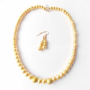 Zlata verižica in uhani iz perlic