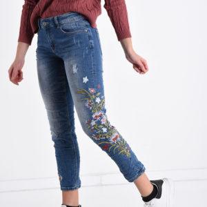 Jeans hlače z vezenimi rožami na hlačnicah