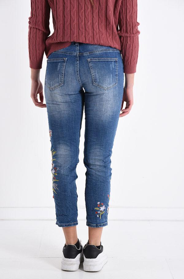 Jeans hlače z vezenimi rožami na levi hlačnici